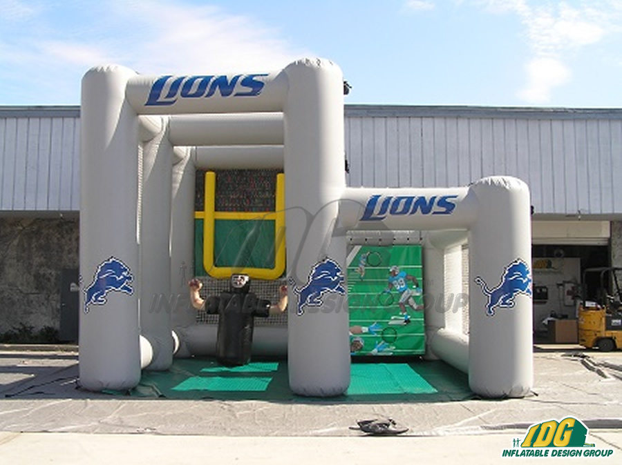 Lions Kick & Toss