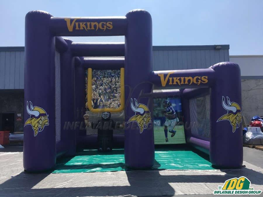 Vikings Dual kick toss
