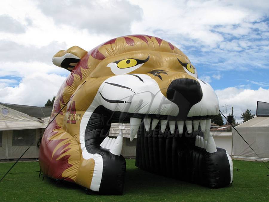 Inflatable Puma Tunnel